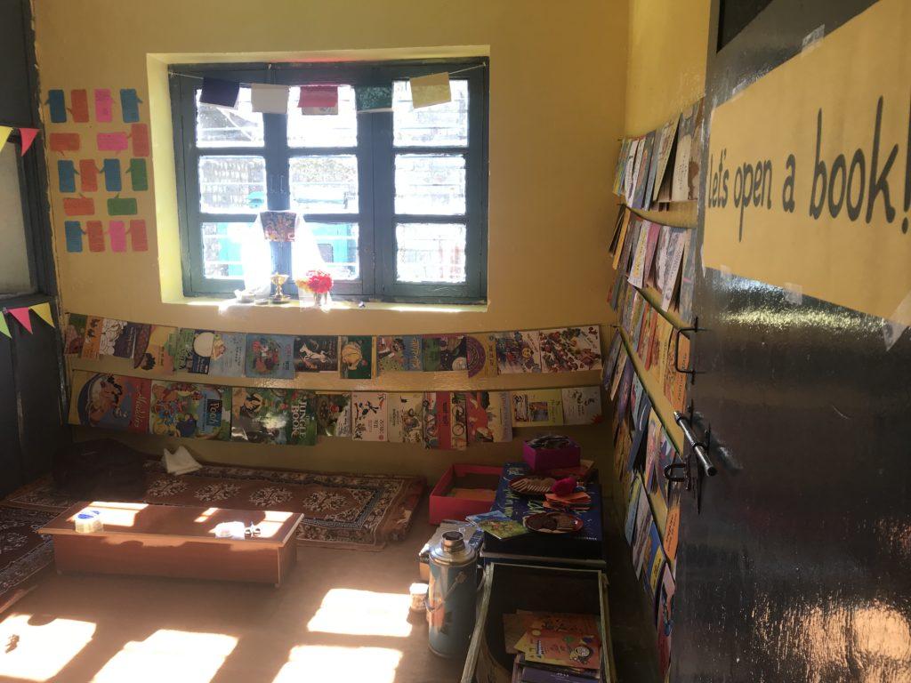 पाठक फिर से पुस्तकालय में आना चाहें, इसके लिए क्या करना होगा? पढ़िए इस ब्लॉग पोस्ट में, जिसमें हम काज़ा पुस्तकालय से सम्बंधित अपने अनुभव प्रस्तुत कर रहे हैं|